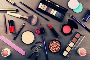 لوازم آرایش ضروری برای خانمها
